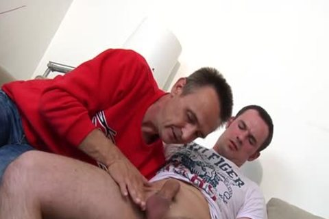 Pickedup Euro guy Cocksucked By daddy guy